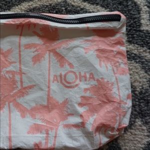 ALOHA COLLECTION Splash-Proof Travel Bag